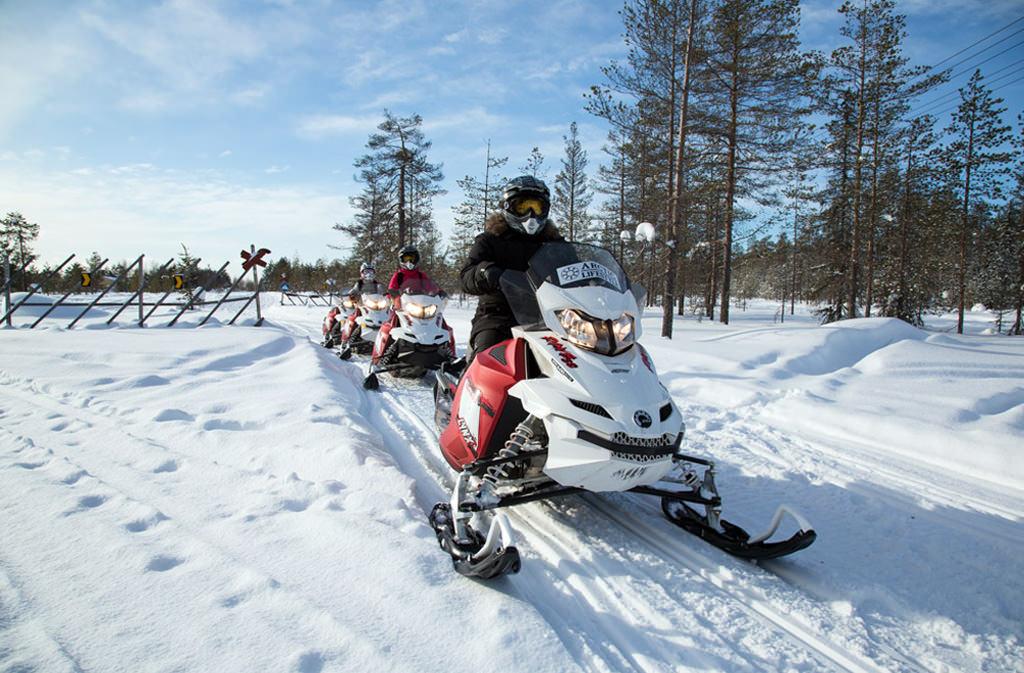 На родину Санта-Клауса на снегоходе.