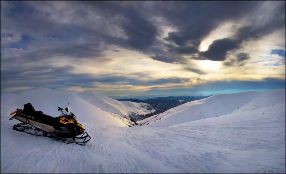На снегоходе по Карпатах.