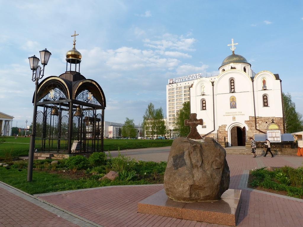 Из мрачного Петербурга в летний Киев.