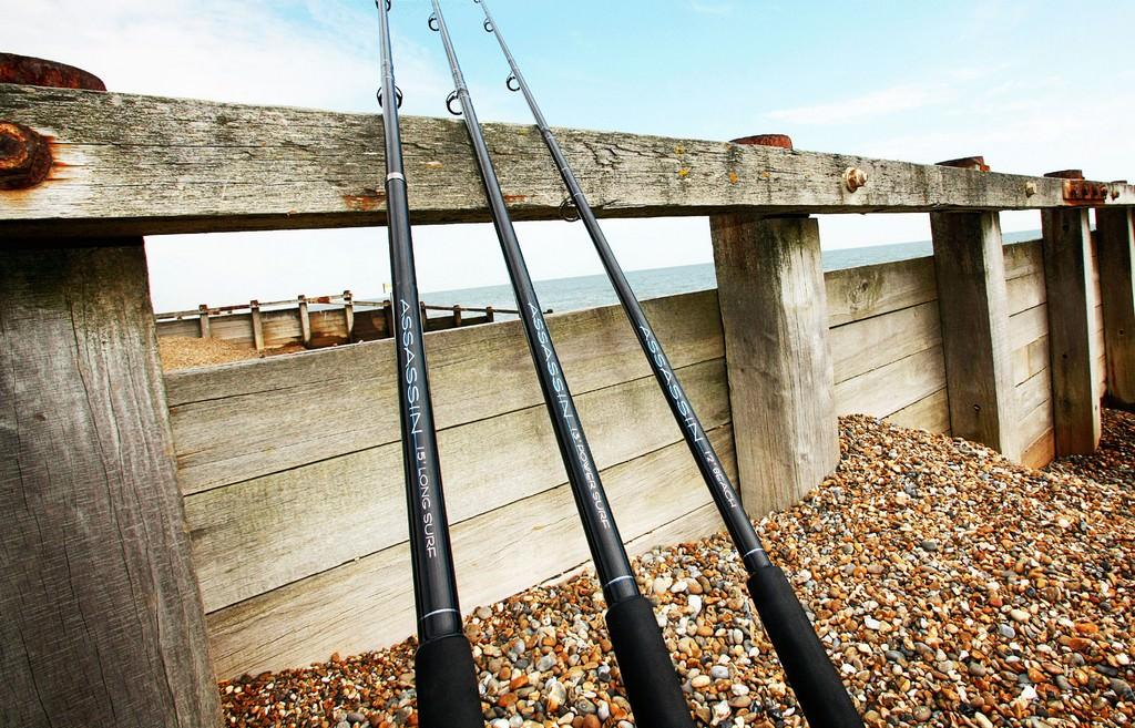 Морская рыбалка. Ловля луфаря воблером с берега.