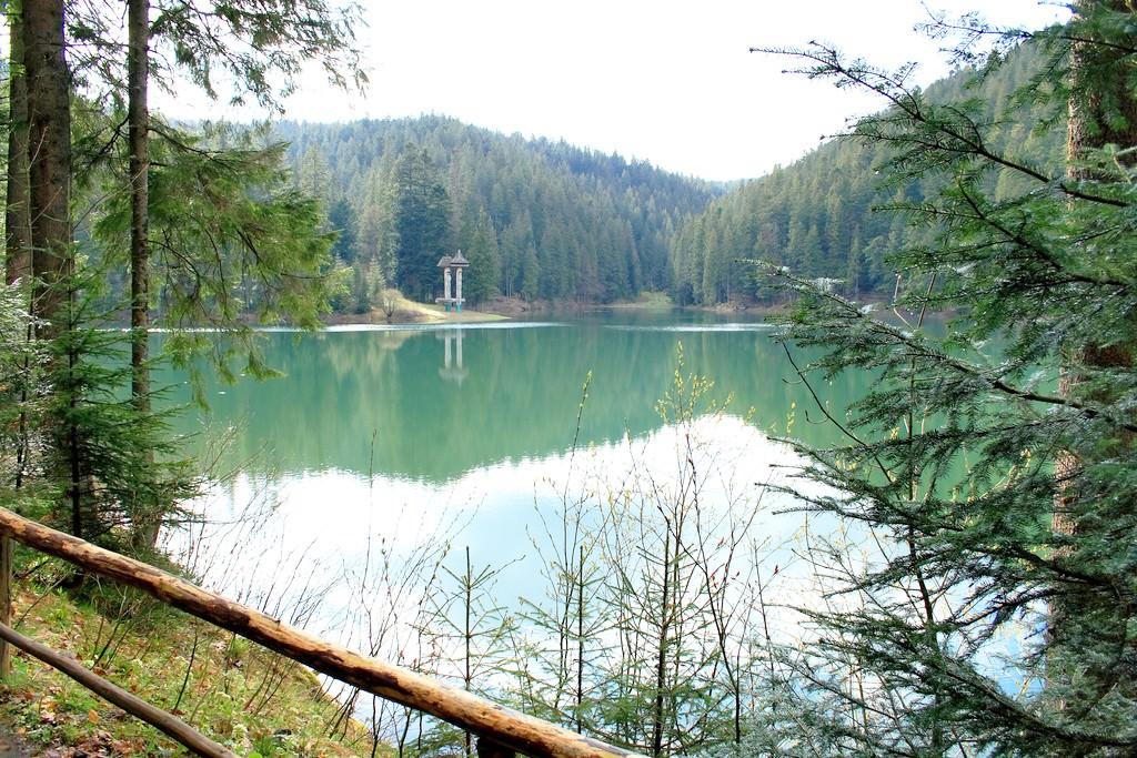 Карпатское ледяное озеро - Синевир.