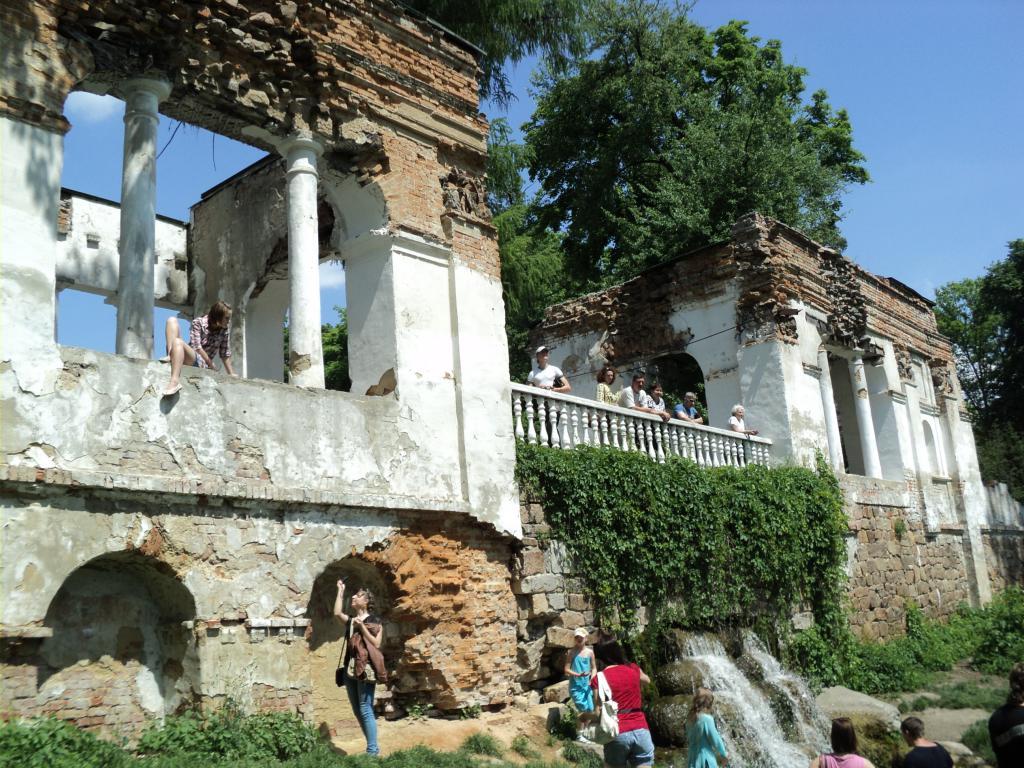 Богатый природой и исторической архитектурой - парк «Александрия»