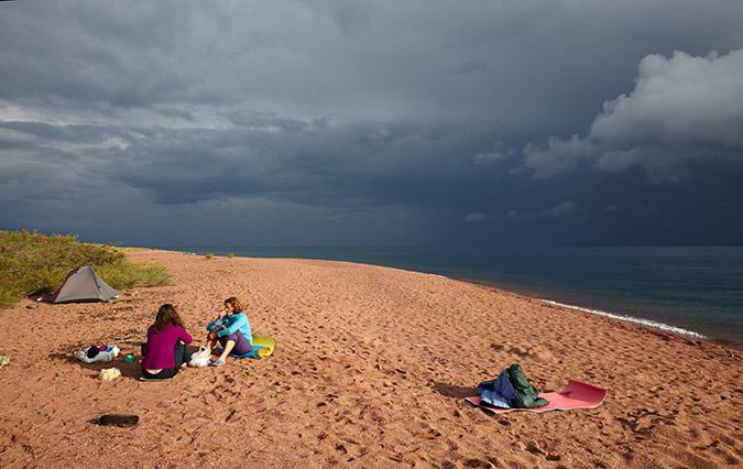 Отдых с палаткой на озере Иссык-Куль в Киргизии